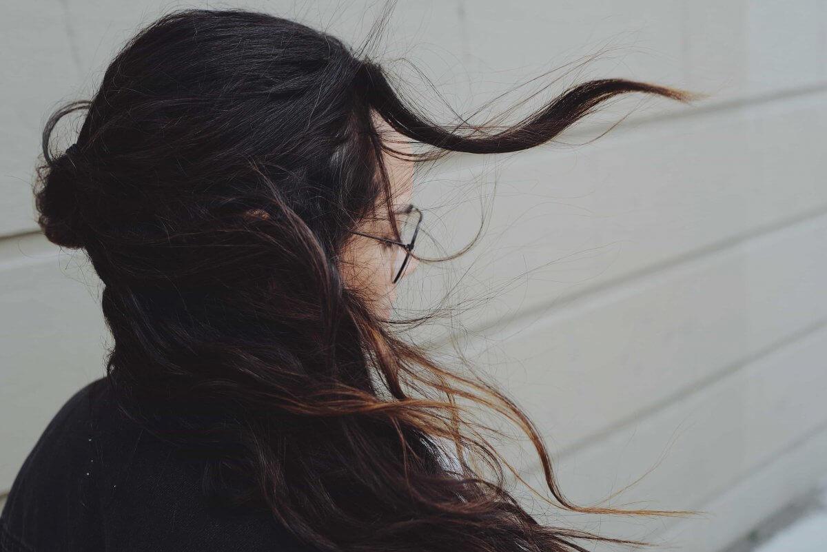 薄毛や抜け毛の悩みと女性ホルモンの関係をわかりやすく解説!