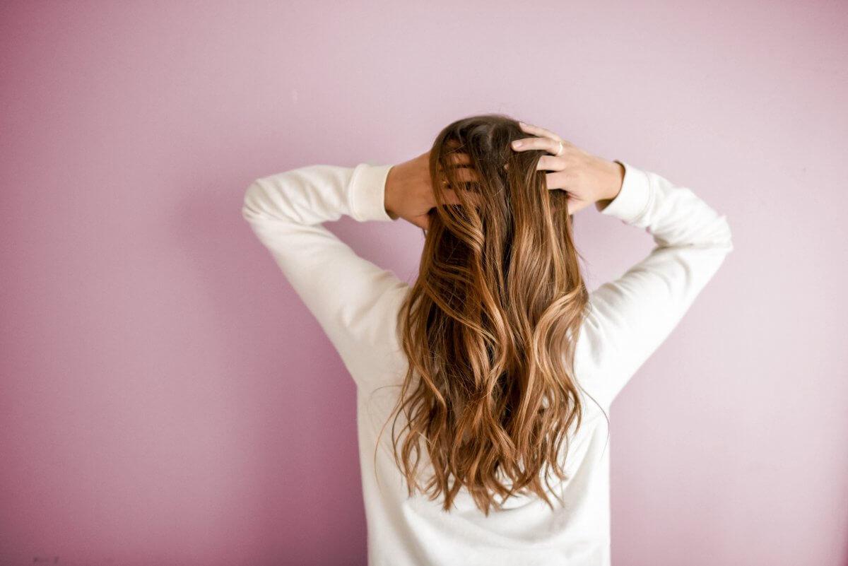 髪のダメージを抑えてヘアアイロンを使うコツ