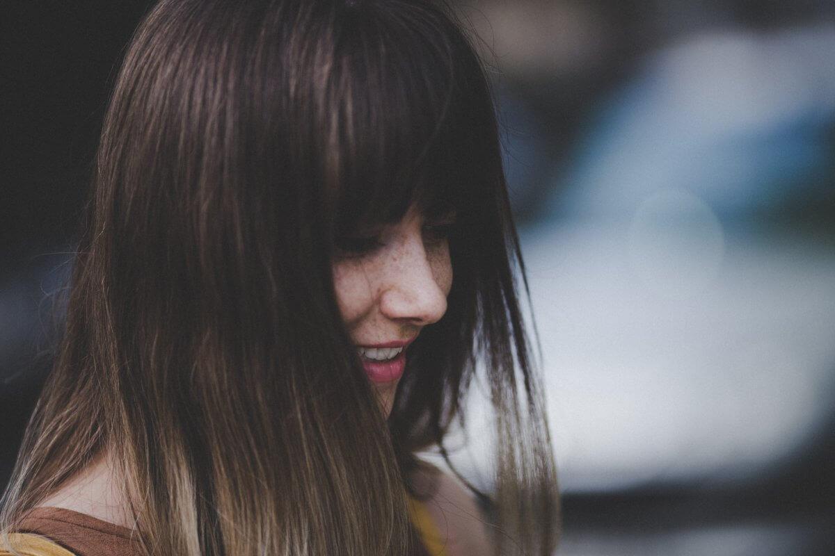 女子も頭皮が臭う!原因と対処法をチェック