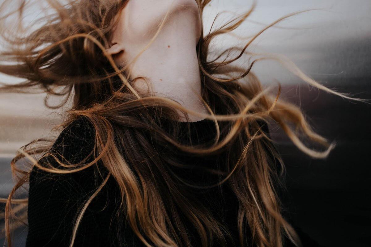 生乾きはNG!夏でも髪を乾かす理由とは